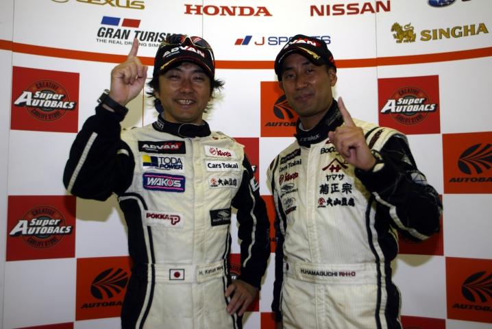 GT300クラスを制した加藤寛規と濱口弘