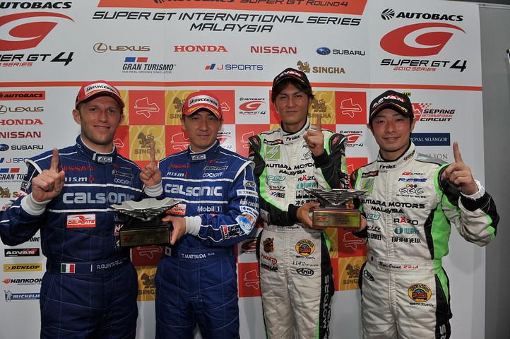 決勝記者会見にて、各クラス優勝のドライバーたち