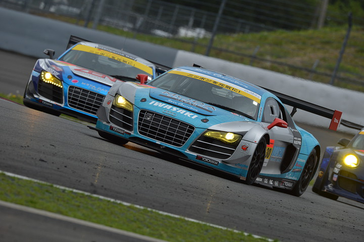 Iwasaki Modaクロコ Apr R8 Vs Zent Audi R8 Lms 2012年autobacs