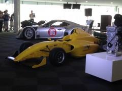 童夢がシャシー、トムスがエンジン、戸田レーシングがギヤボックスを開発した純国産のF4マシン「F110」