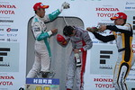 sf_r06_r-podium_s-fight