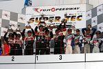 st_r03_r-podium_st3