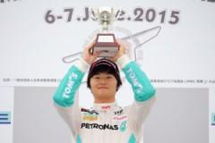 第8戦で山下健太が今季4勝目を挙げた