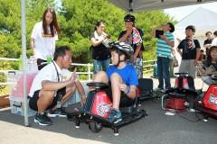 スピン、ドリフトが自由に楽しめる電動の クレージーカート