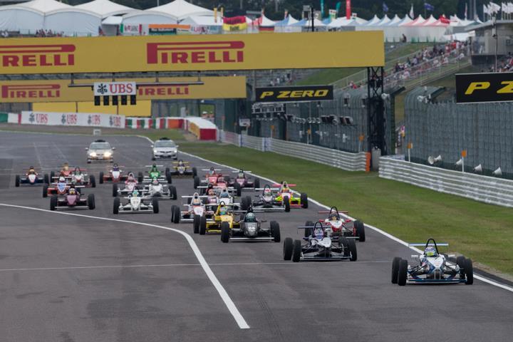 7周の決勝レースがスタートした