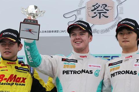 f3-rd9-r-podium