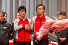 新総監督の田中利和氏(左)と勇退する柿本邦彦氏(右)
