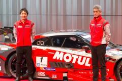 ディフェンディングチャンピオンの松田次生(左)と鈴木豊監督(右)(MOTUL AUTECH GT-R)