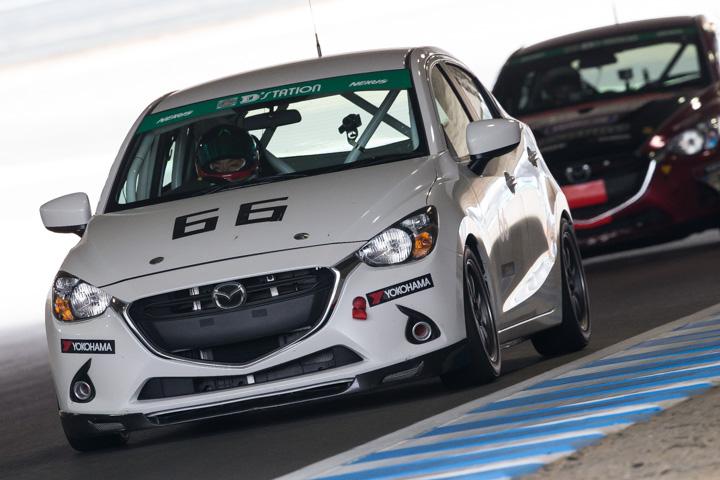 St 5クラスに出場するmazda Demio 15mb 2016年スーパー耐久シリーズ ツインリンクもてぎ
