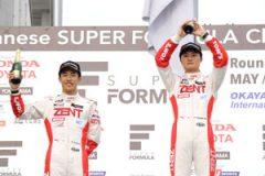 第5戦では山下健太(右)が優勝、坪井翔(左)が2位で続き、TDPドライバーが1-2フィニッシュ