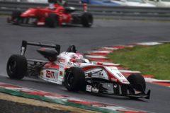 雨の第6戦で苦しみながらも3位表彰台を獲得した坪井翔(TEAM TOM'S #37)
