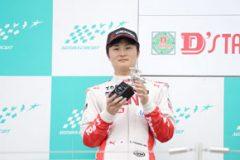 両レースポールポジション、第8戦で2位に入り、ランキング首位を守った山下健太