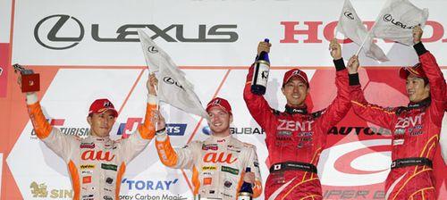 今季初勝利を挙げたZENT CERUMO RC F 38号車の立川祐路と石浦宏明、2位に入ったau TOM'S RC F 36号車の伊藤 大輔とニック・キャシディ