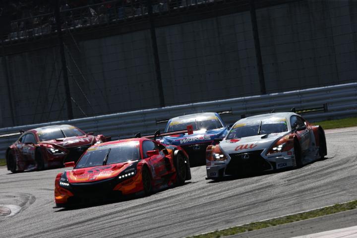 決勝レース: 松浦孝亮(ARTA NSX CONCEPT-GT) vs ニック・キャシディ(au TOM'S RC F)