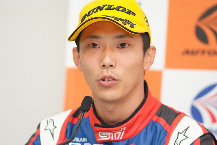 決勝記者会見: GT300クラス優勝の山内英輝(R&D SPORT)