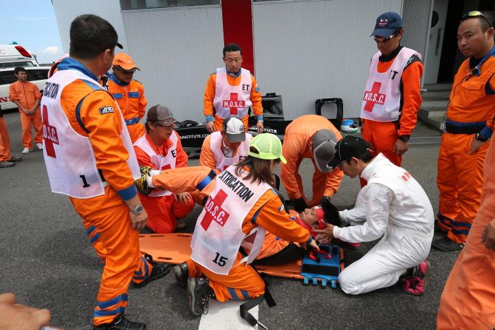 ピットウォーク: 救助訓練