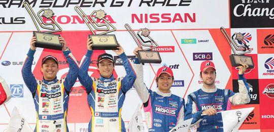 コンビとして初、チームにも初優勝をもたらした関口雄飛/国本雄資と、3位表彰台を獲得した大嶋和也/アンドレア・カルダレッリ