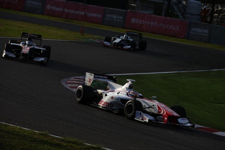 決勝レース2: ストフェル・バンドーン(DOCOMO DANDELION M41S SF14)