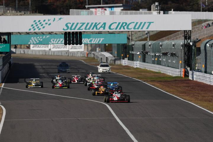 1周減算され9周となった決勝レースがスタートした