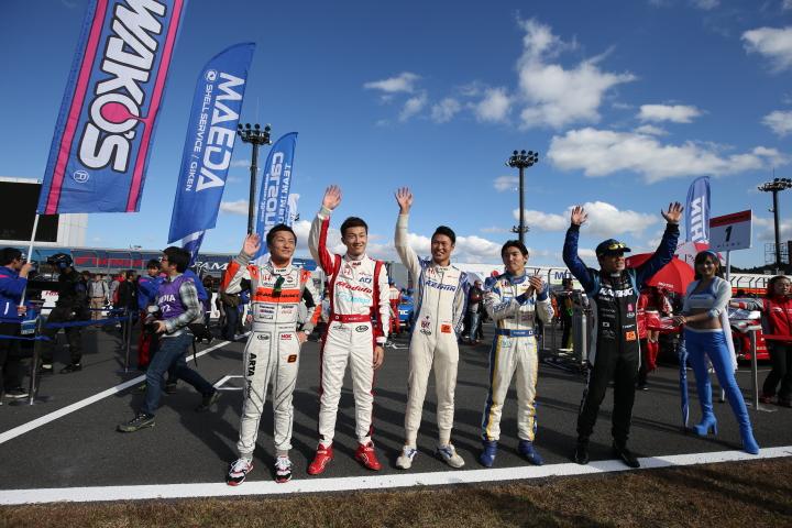 決勝レース: 観客に手を振るホンダドライバーたち