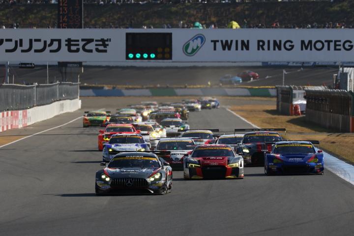 決勝レース: GT300クラスのスタートシーン
