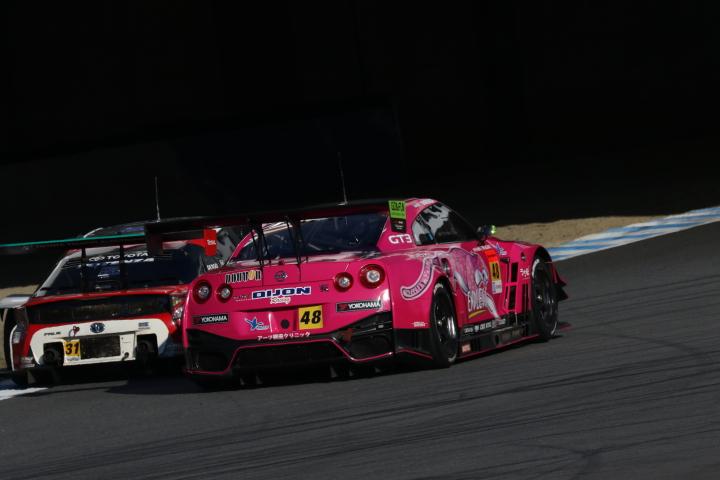 決勝レース: TOYOTA PRIUS apr GT vs DIJON Racing GT-R