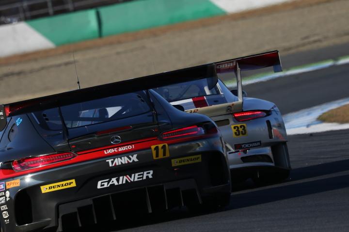 決勝レース: GAINER TANAX AMG GT3 vs Excellence Porsche