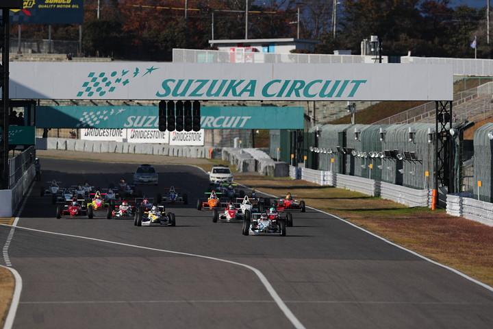 10周の決勝レースがスタートした