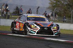 今季初勝利を挙げた中山 雄一/坪井 翔組 JMS P.MU LMcorsa RC F GT3 51号車