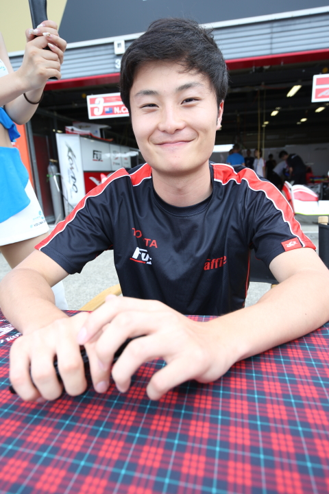 ピットウォーク: 山下健太(KONDO RACING)