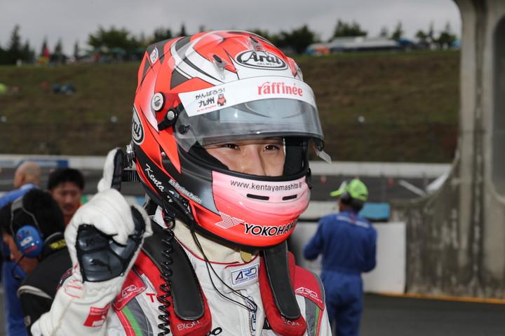 公式予選: ポールポジションを獲得した山下健太(KONDO RACING)