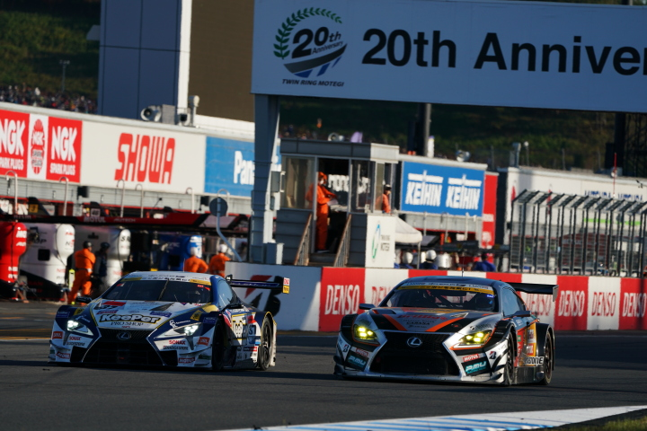 決勝レース: 平川亮(KeePer TOM'S LC500)と坪井翔(JMS P.MU LMcorsa RC F GT3)