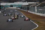 日本一決定戦決勝: 10周の決勝レースがスタートした