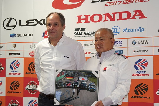 GTA記者会見: DTMのゲルハルト・ベルガーチェアマンと板東正明GTA代表取締役社長