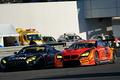 決勝レース: ショーン・ウォーキンショー(ARTA BMW M6 GT3)を捉えて蒲生尚弥(LEON CVSTOS AMG)がGT300クラスのトップに立つ