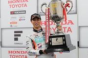 2017年度ドライバーズチャンピオンを獲得した石浦宏明(P.MU/CERUMO · INGING)