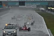 荒天のためレースはセーフティーカースタートとなった