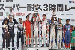 st-rd2-r-podium-st4