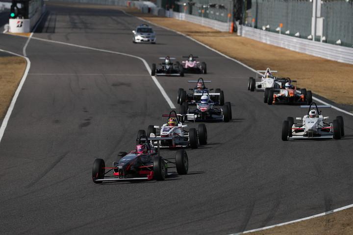 22周の決勝レースがスタートした