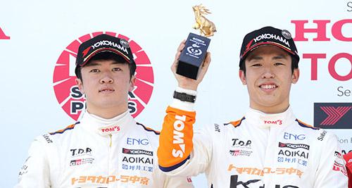 開幕2連勝を飾った坪井翔(右)と連続2位となった宮田莉朋(左)