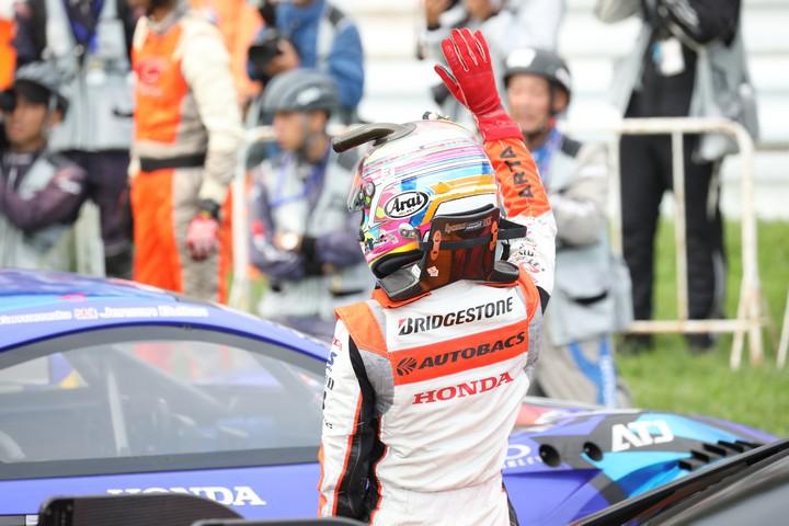 決勝レース: GT500クラスで2位に入った伊沢拓也(AUTOBACS RACING TEAM AGURI)