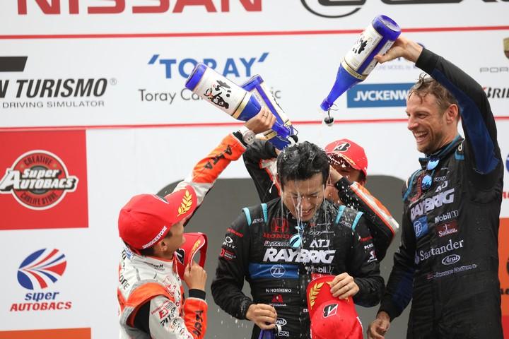 表彰式: GT500クラスのシャンパンファイト