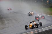 18周のレースはセーフティーカーランでスタートした
