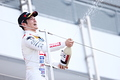 表彰式: 優勝した山本尚貴(TEAM MUGEN)がシャンパンファイト