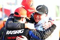 決勝レース: GT500クラスで3に入りチャンピオンを決めた山本尚貴、ジェンソン・バトン、高橋国光監督(TEAM KUNIMITSU)