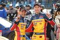 決勝レース: GT300クラスで優勝した中山友貴と小林崇志(TEAM UPGARAGE)