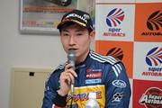 決勝記者会見: GT300クラス優勝の小林崇志(TEAM UPGARAGE)