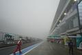 霧に覆われる富士スピードウェイ。公式練習は延期された