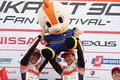 表彰式: 優勝した野尻智紀と伊沢拓也(AUTOBACS RACING TEAM AGURI)