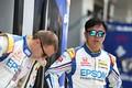 ピットウォーク: ベルトラン・バゲットと松浦孝亮(Epson Nakajima Racing)